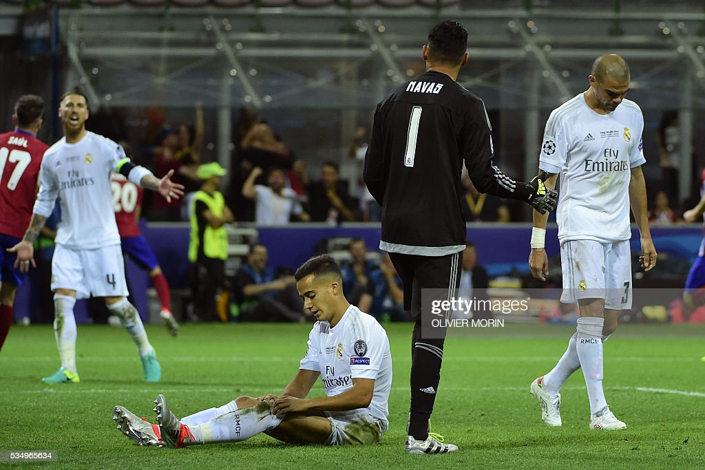 Real Madrid's Spanish defender Sergio Ramos, Real Madrid's Spanish midfielder Lucas Vazquez, Real Madrid's Costa Rican goalkeeper Keylor Navas and Real Madrid's Portuguese defender Pepe react after Atletico scored an equaliser during the UEFA Champions League final football match between Real Madrid and Atletico Madrid at San Siro Stadium in Milan, on May 28, 2016. / AFP / OLIVIER