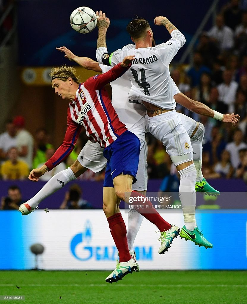 Real Madrid's Spanish defender Sergio Ramos (R) vies with Atletico Madrid's Spanish forward Fernando Torres during the UEFA Champions League final football match between Real Madrid and Atletico Madrid at San Siro Stadium in Milan, on May 28, 2016. / AFP / PIERRE