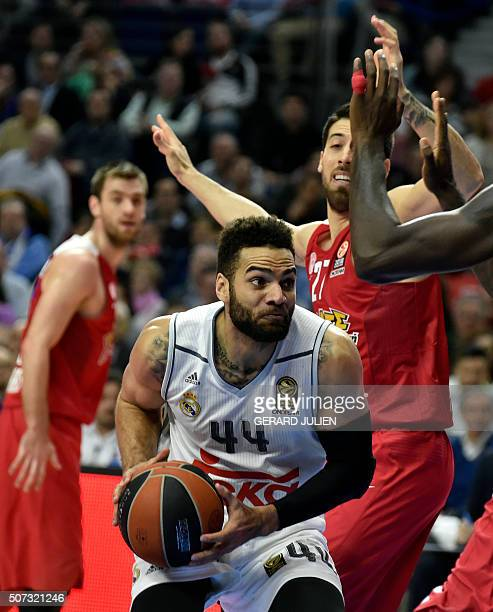 Real Madrid's Swedish forward Jeffery Taylor tries to pass by Olympiacos Piraeus' guard Ioannis Athinaiou during the Euroleague group basketball...