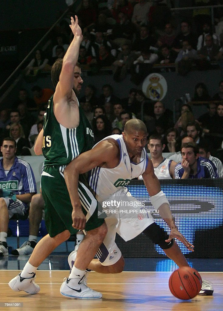 Real Madrid's US Charles Smith runs past Panathinaikos Vassilis Spanoulis during a Euroleague basketball match in Madrid on January 31 2008 AFP...