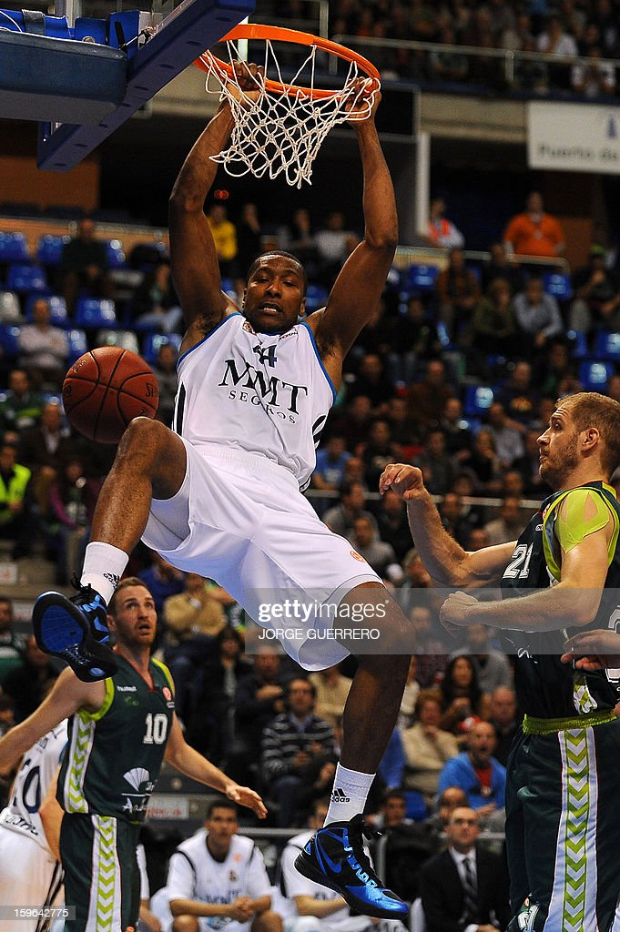 Real Madrid's US forward Marcus Slaughter (L) dunks during the Euroleague basketball match Unicaja vs Real Madrid at the Palacio de los deportes J.M. Martin Carpena sports hall in Malaga on January 17, 2013. AFP PHOTO/ JORGE GUERRERO