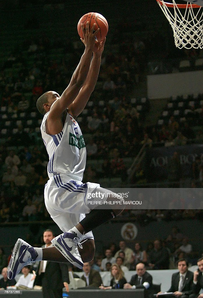 Real Madrid's US Louis Bullock jumps to score against Brose Baskets during their Euroleague basketball match in Madrid 03 January 2008 AFP PHOTO /...