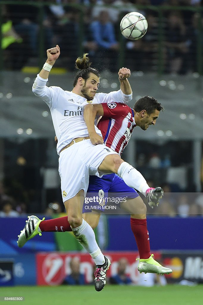 Real Madrid's Welsh forward Gareth Bale (L) and Atletico Madrid's Spanish midfielder Koke jump for the ball during the UEFA Champions League final football match between Real Madrid and Atletico Madrid at San Siro Stadium in Milan, on May 28, 2016. / AFP / OLIVIER