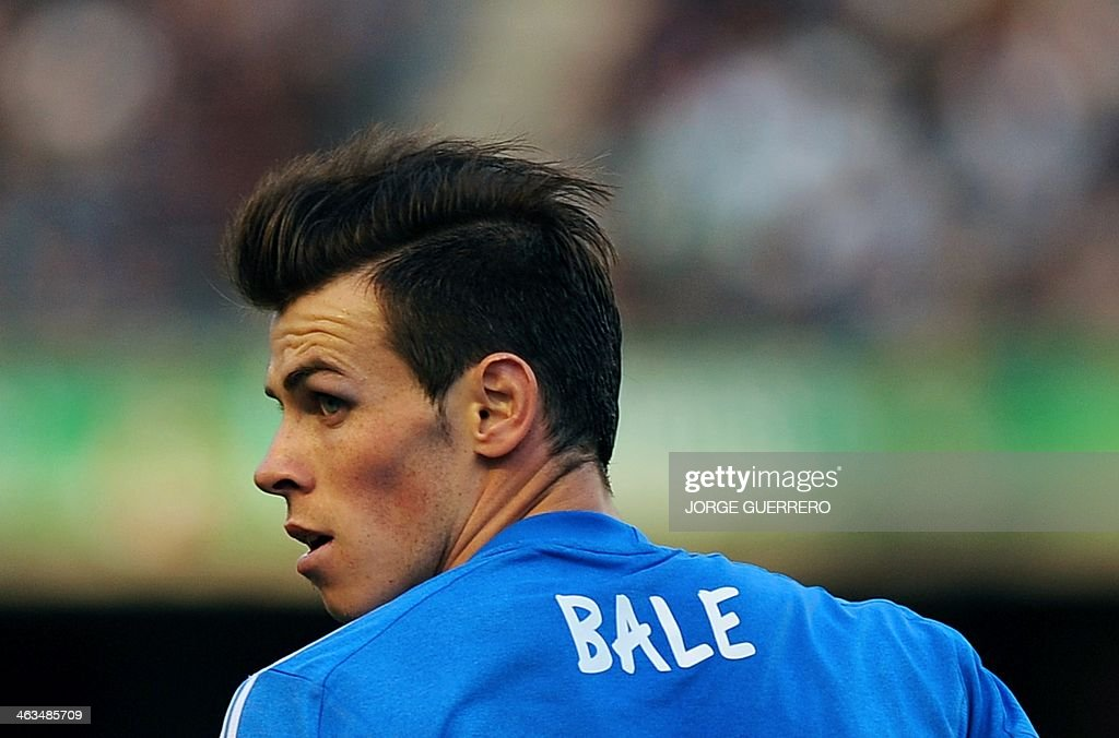 Real Madrid's Welsh forward Gareth Bale looks cross field during the Spanish league football match Real Betis vs Real Madrid on January 18, 2014 at the Benito Villamarin stadium in Sevilla.
