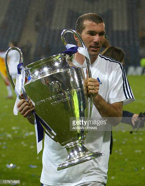 Real Madrid's Zinedine Zidane celebrates his victory after the Champions League final opposing Real Madrid to Bayern Leverkusen 15 May 2002 in...