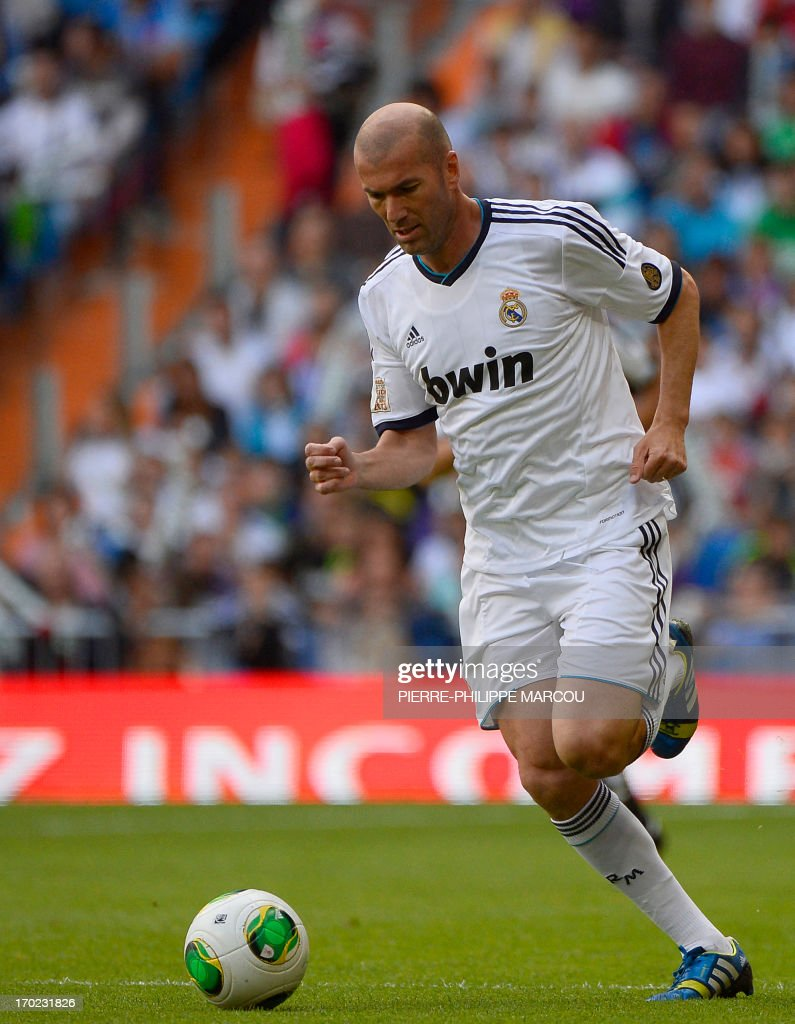 Real Madrid's Zinedine Zidane drives the ball during the Corazon Classic Match 2013 - Veracruz charity football match Real Madrid Legends vs Juventus Turin Veterans at the Santiago Bernabeu stadium in Madrid on June 9, 2013. AFP PHOTO/ PIERRE-PHILIPPE MARCOU