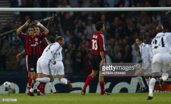 Real Madrid's Zinedine Zidane scores the second goal during the Champions League final opposing Real Madrid to Bayern Leverkusen 15 May 2002 in...