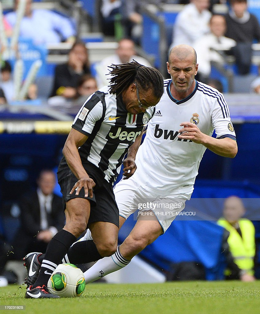 Real Madrid's Zinedine Zidane (R) vies with Juventus' Edgar Davids during the Corazon Classic Match 2013 - Veracruz charity football match Real Madrid Legends vs Juventus Turin Veterans at the Santiago Bernabeu stadium in Madrid on June 9, 2013.