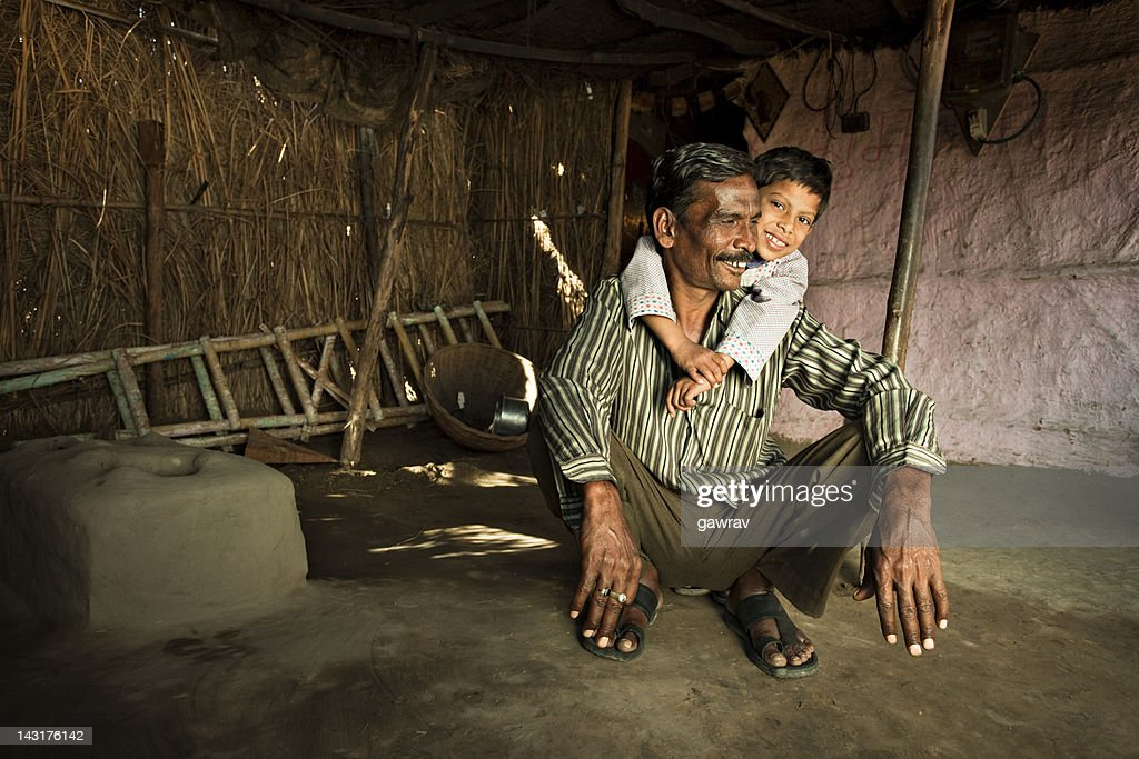 普通の人々からインドの田舎。幸せな父と息子 : ストックフォト