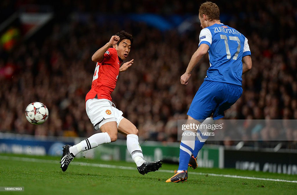 Real Sociedad's midfielder David Zurutuza (R) passes the ball beyond Manchester United's Japanese midfielder Shinji Kagawa during the UEFA Champions League football match between Manchester United and Real Sociedad at Old Trafford in Manchester, north west England on October 23, 2013.
