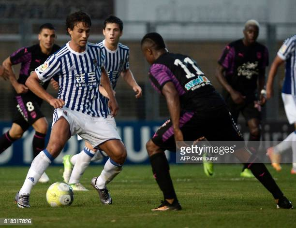 Real Sociedad's midfielder Xabier Prieto vies with Bordeaux's Guinean forward Francois Kamano during the friendly football match Girondins de...