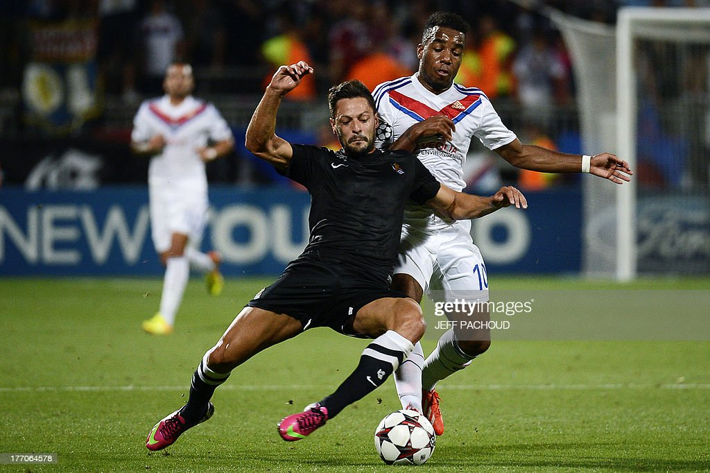 Real Sociedad's Spanish defender Alberto De La Bella (L) vies with Lyon's French forward Alexandre Lacazette (R) during the first leg of the UEFA Champions League's playoffs football match Olympique Lyonnais vs Real Sociedad on August 20, 2013 at the Gerland stadium in Lyon, eastern France.