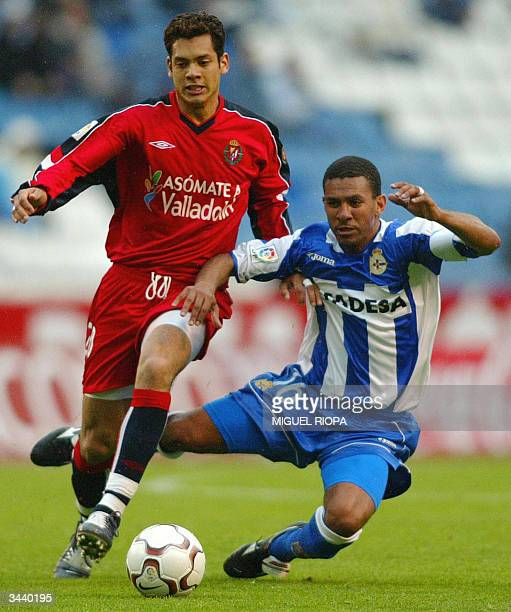 Real Valladolid's Albero Marcos fights fot the ball with Deportivo Coruna's Brazilian Djalma Feitosa 'Djalminha' during the Spanish first league...
