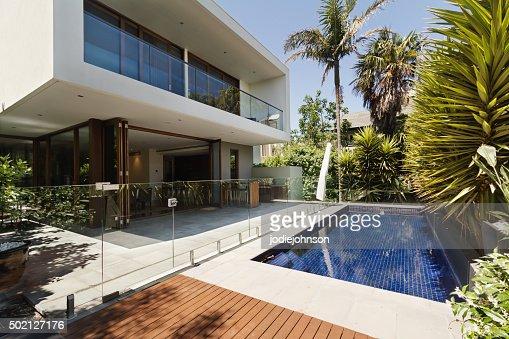Rear garden of a contemporary Australian home with pool : Stock Photo