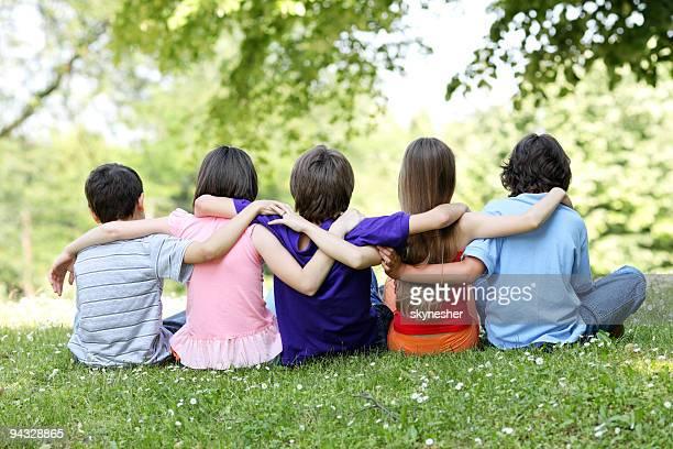 Rückansicht eines fünf Freundschaft Kinder.