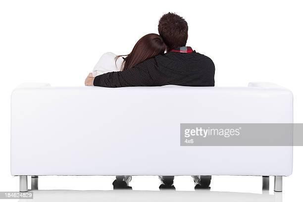 Rückansicht der Paar sitzt auf einer couch