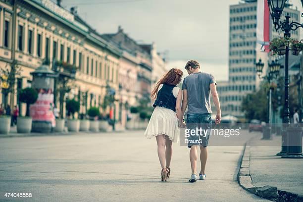 背面のカップルにも、徒歩圏内です。