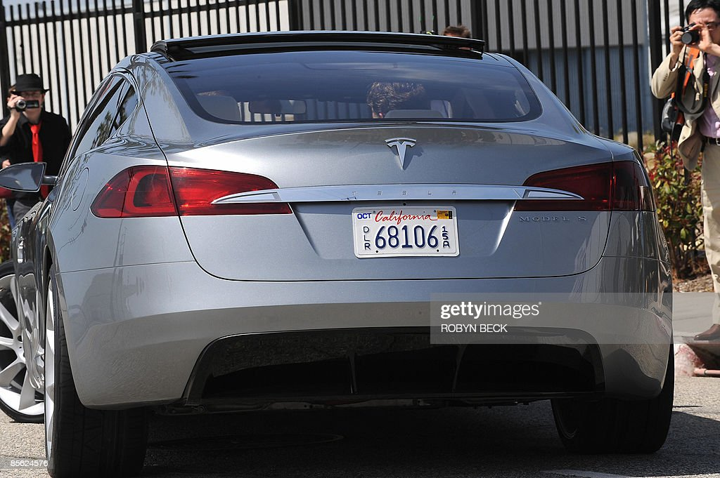 A rear view of the new Tesla Model S all-electric sedan, in Hawthorne, California on March 26, 2009. The state-of-the-art, five-seat sedan will be the world's first mass-produced, highway-capable electric car. The car has an anticipated base price of 57,400 US dollars but will cost less than 50,000 after a federal tax credit of 7,500 dollars. AFP PHOTO / Robyn BECK