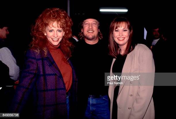 Reba McEntire John Anderson and Susy Boggus before a video shoot for the song Amazing Grace for the soundtrack of the film 'Maverick' at Amy Grant's...
