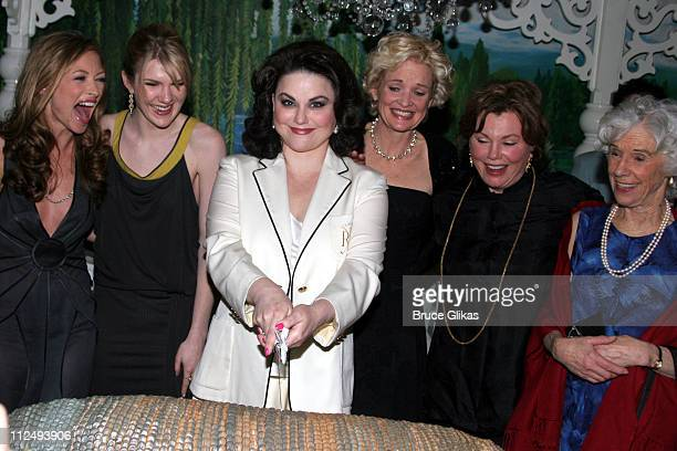 Rebecca Gayheart Lily Rabe Delta Burke Christine Ebersole Marsha Mason and Frances Sternhagen with the Armadillo cake