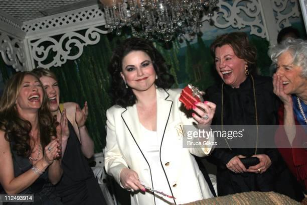 Rebecca Gayheart Lily Rabe Delta Burke Christine Ebersole Marsha Mason and Frances Sternhagen with the Armadillo cake