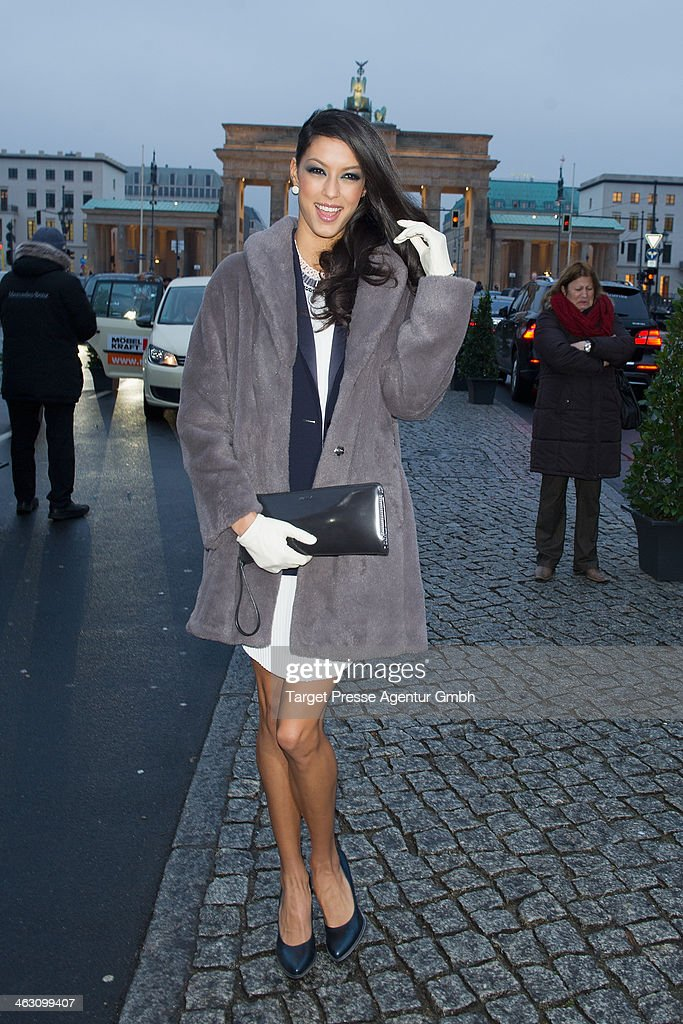 <a gi-track='captionPersonalityLinkClicked' href=/galleries/search?phrase=Rebecca+Mir&family=editorial&specificpeople=7831846 ng-click='$event.stopPropagation()'>Rebecca Mir</a> arrives at the Marc Cain show during Mercedes-Benz Fashion Week Autumn/Winter 2014/15 at Brandenburg Gate on January 16, 2014 in Berlin, Germany.