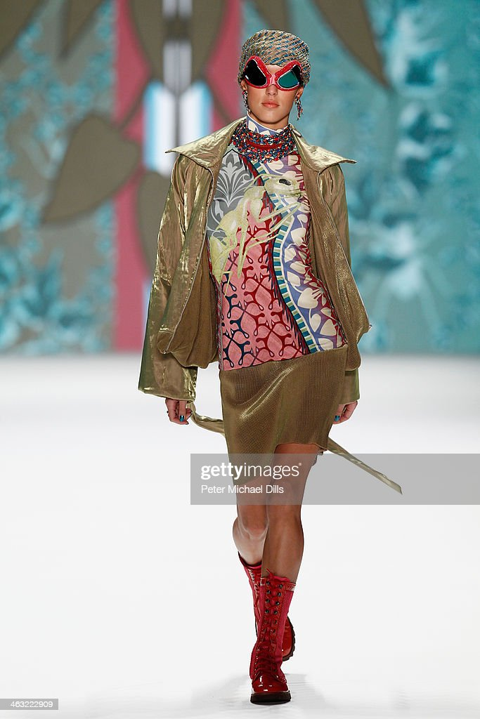 <a gi-track='captionPersonalityLinkClicked' href=/galleries/search?phrase=Rebecca+Mir&family=editorial&specificpeople=7831846 ng-click='$event.stopPropagation()'>Rebecca Mir</a> walks the runway at the Miranda Konstantinidou show during Mercedes-Benz Fashion Week Autumn/Winter 2014/15 at Brandenburg Gate on January 17, 2014 in Berlin, Germany.