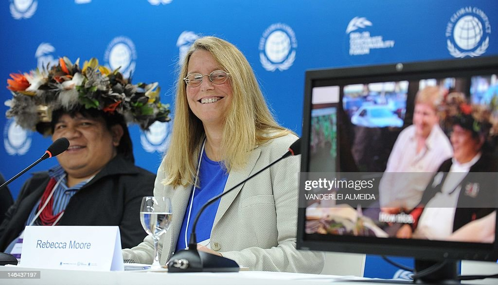 Rebecca Moore (R), Engineering Manager of Google Earth Engine and Earth Outreach, and Brazilian Surui tribe Chief Almir smiles during press conference in Rio de Janeiro June 16, 2012. Moore announced the creation of a Google culture map for the Surui tribe in Amazonia. The UN conference, which marks the 20th anniversary of the Earth Summit -- a landmark 1992 gathering that opened the debate on the future of the planet and its resources -- is the largest ever organized, with 50,000 delegates. AFP PHOTO /VANDERLEI ALMEIDA