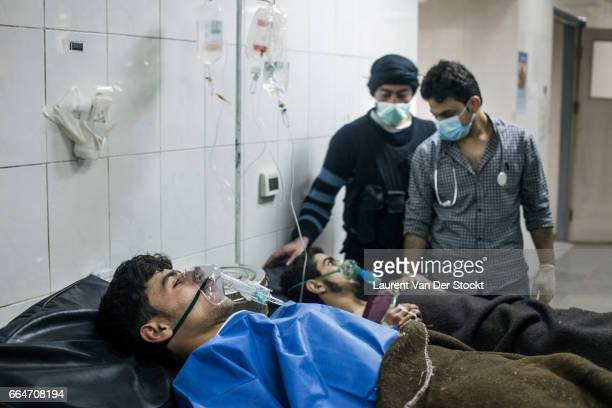 Rebel fighters from Liwa Maghawer al Ghuta is treated the day after a suspected chemical weapon attack by the Syrian Army on the frontline of Jobar a...