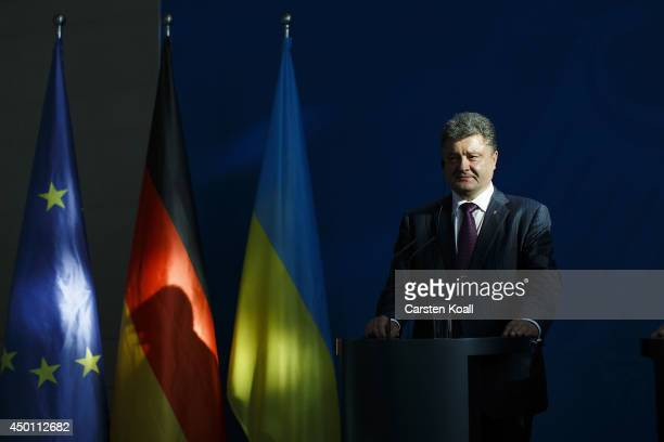 Recentlyelected Ukrainian President Petro Poroshenko and German Chancellor Angela Merkel give statements to the media prior to talks at the...