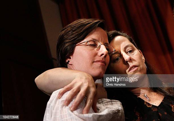 Recentlyreleased hiker Sarah Shourd with the mother of one of two stillimprisoned hikers Cindy Hickey after a press conference September 19 2010 in...