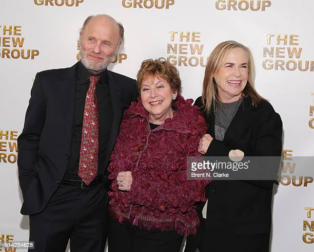 Recipients of the Michael Mendelson award for outstanding commitment to theater actor Ed Harris Ellen Roth and actress Amy Madigan attend the 2016...