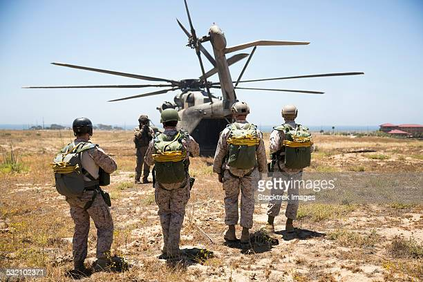 Reconnaissance Marines prepare to board a CH-53E Super Stallion.
