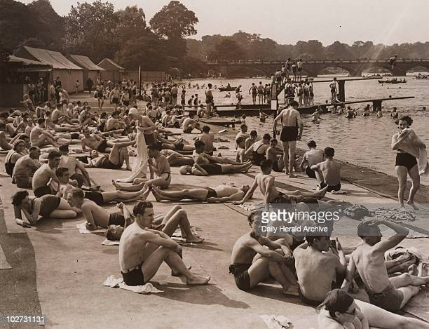 Record crowd of the year at the Serpentine Lido 20 August 1939 Crowds at the Serpentine Lido