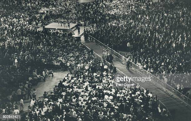 Record Crowd The biggest crowd ever to assemble at the SkyDome more than 67000 including Mary Tyler Moore turned out to be enraptured by Wrestlemania...