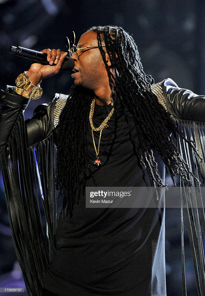 Recording artist <a gi-track='captionPersonalityLinkClicked' href=/galleries/search?phrase=2+Chainz&family=editorial&specificpeople=8559144 ng-click='$event.stopPropagation()'>2 Chainz</a> onstage during the 2013 BET Awards at Nokia Theatre L.A. Live on June 30, 2013 in Los Angeles, California.