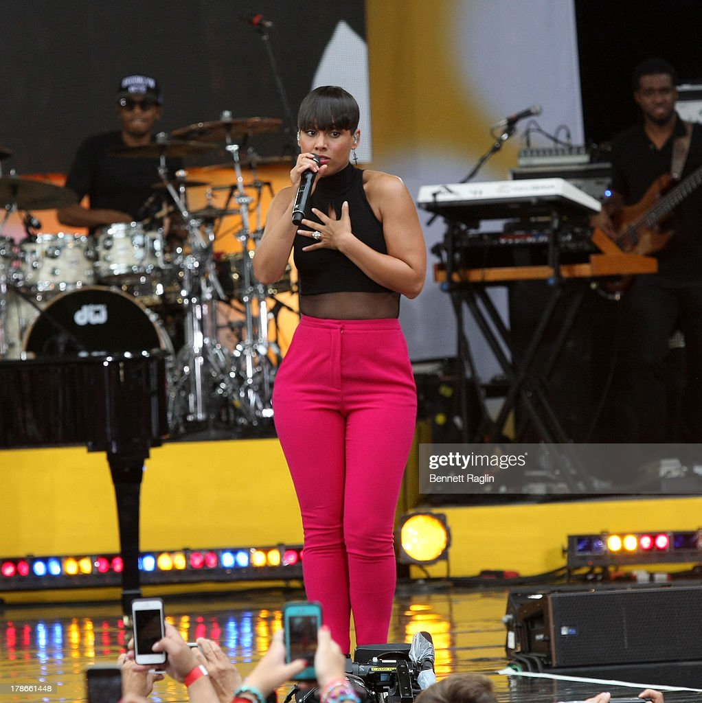 Recording artist <a gi-track='captionPersonalityLinkClicked' href=/galleries/search?phrase=Alicia+Keys&family=editorial&specificpeople=169877 ng-click='$event.stopPropagation()'>Alicia Keys</a> performs on ABC's 'Good Morning America' at Rumsey Playfield on August 30, 2013 in New York City.