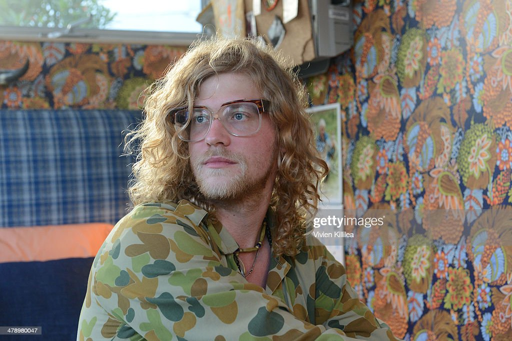 Allen Stone Pop Up And Performance At Airbnb Park During ...