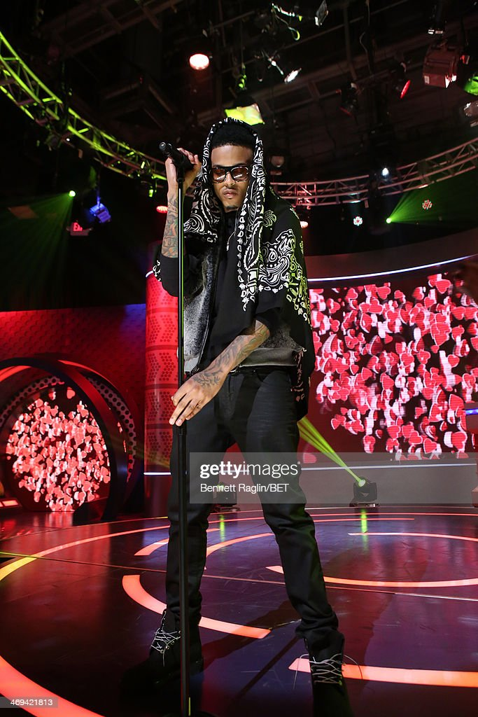 Recording artist August Alsina performs during 106 & Park at BET studio on February 11, 2014 in New York City.