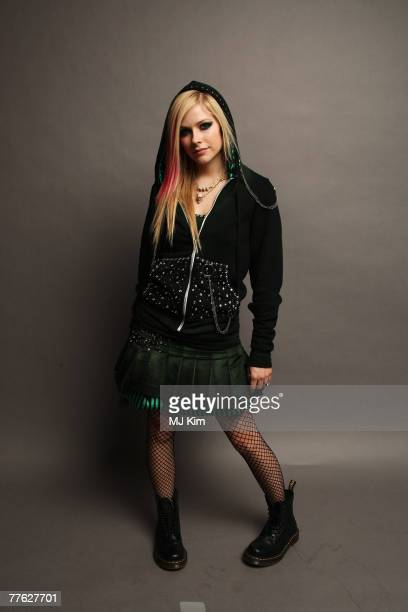 Recording artist Avril Lavigne poses in the Studio during the MTV Europe Music Awards 2007 at the Olympiahalle on November 1 2007 in Munich Germany