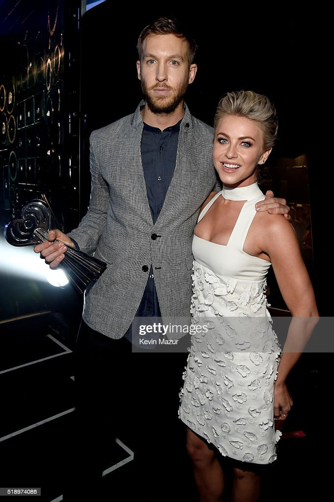 recording-artist-calvin-harris-and-dancer-julianne-hough-backstage-at-picture-id518974086
