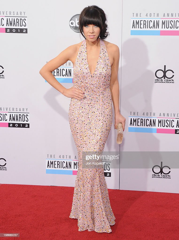 Recording artist Carly Rae Jepsen arrives at The 40th American Music Awards at Nokia Theatre L.A. Live on November 18, 2012 in Los Angeles, California.