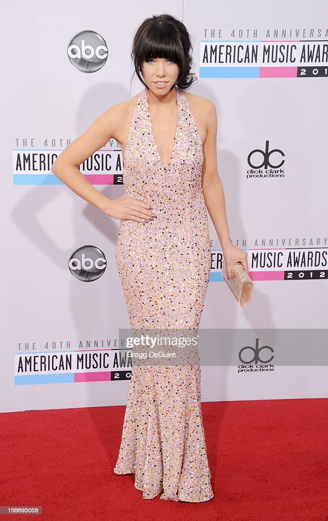 Recording artist Carly Rae Jepsen arrives at the 40th Anniversary American Music Awards at Nokia Theatre L.A. Live on November 18, 2012 in Los Angeles, California.