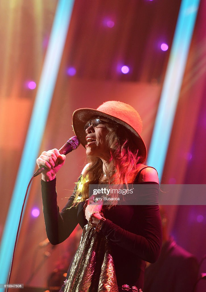 Recording artist Carly Simon performs onstage during the 2016 Pre-GRAMMY Gala and Salute to Industry Icons honoring Irving Azoff at The Beverly Hilton Hotel on February 14, 2016 in Beverly Hills, California.