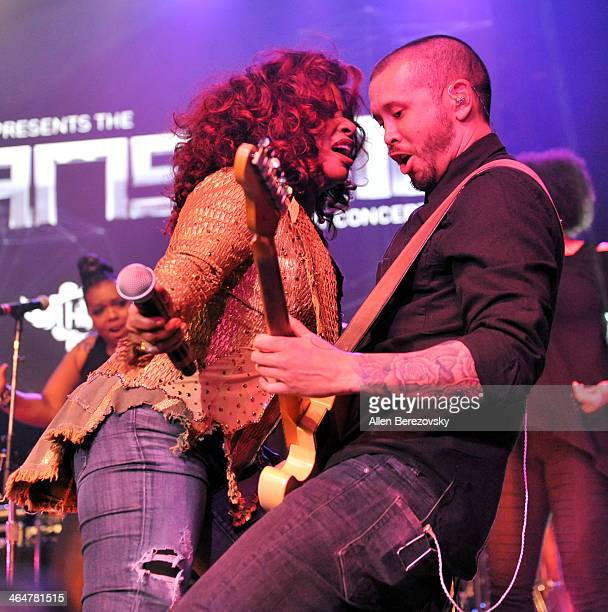 Recording artist Chaka Khan performs onstage at the william hosted third annual TRANS4M concert benefitting the iamangel Foundation at Avalon on...