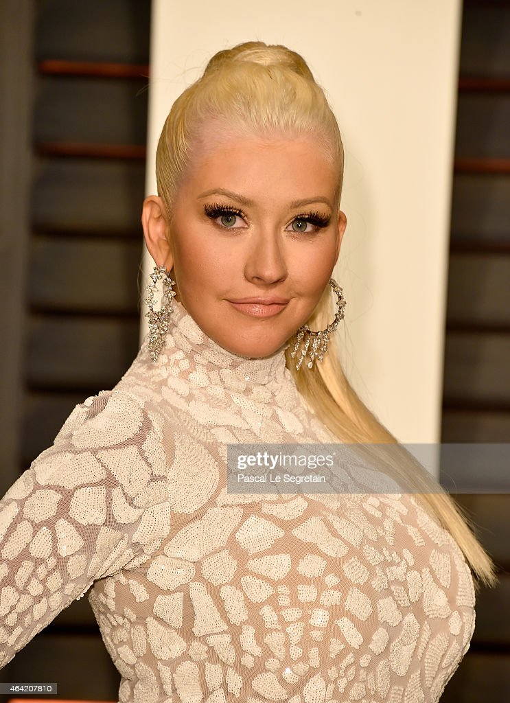 Recording artist <a gi-track='captionPersonalityLinkClicked' href=/galleries/search?phrase=Christina+Aguilera&family=editorial&specificpeople=171272 ng-click='$event.stopPropagation()'>Christina Aguilera</a> attends the 2015 Vanity Fair Oscar Party hosted by Graydon Carter at Wallis Annenberg Center for the Performing Arts on February 22, 2015 in Beverly Hills, California.