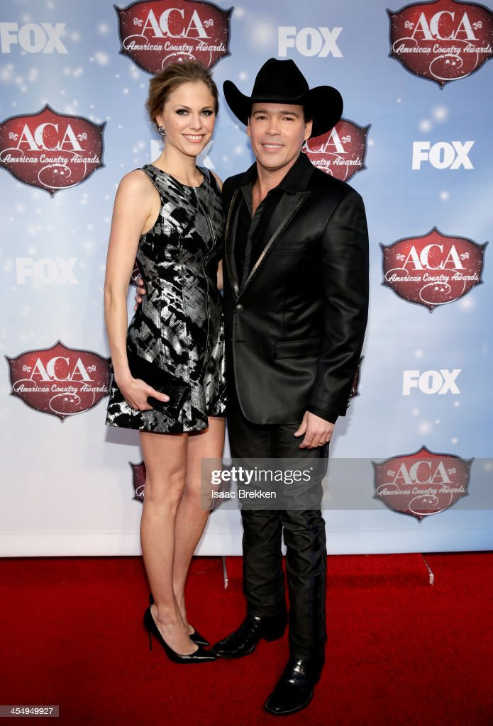 Recording artist Clay Walker (R) and Jessica Walker arrive at the American Country Awards 2013 at the Mandalay Bay Events Center on December 10, 2013 in Las Vegas, Nevada.