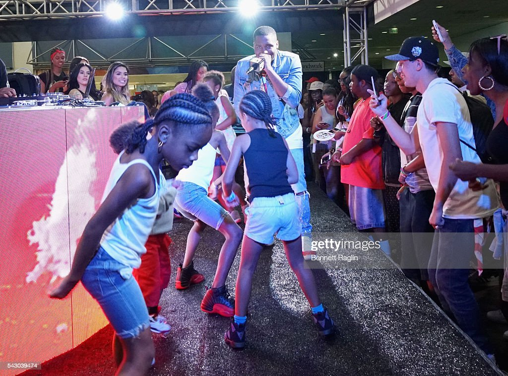 Recording artist D Low performs onstage at SneakerCon presented by Sprite, Rush Card, & FDA during the 2016 BET Experience at Los Angeles Convention Center on June 25, 2016 in Los Angeles, California.