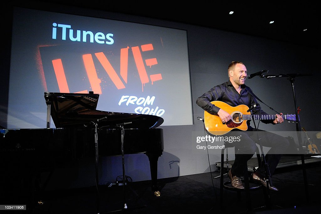 Recording artist <a gi-track='captionPersonalityLinkClicked' href=/galleries/search?phrase=David+Gray+-+Musician&family=editorial&specificpeople=15711804 ng-click='$event.stopPropagation()'>David Gray</a> performs at the Apple Store Soho on August 16, 2010 in New York City.