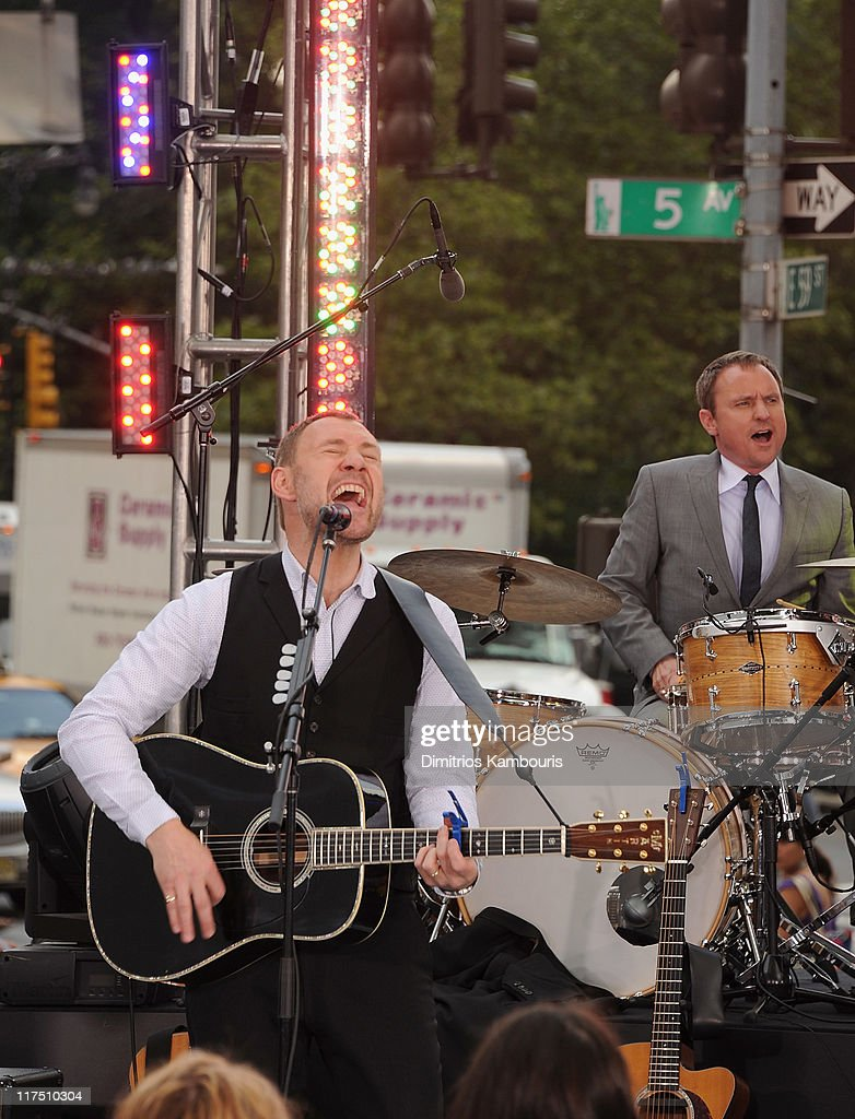 Recording artist <a gi-track='captionPersonalityLinkClicked' href=/galleries/search?phrase=David+Gray+-+Musician&family=editorial&specificpeople=15711804 ng-click='$event.stopPropagation()'>David Gray</a> performs at the CBS Early Show Studio Plaza on June 27, 2011 in New York City.